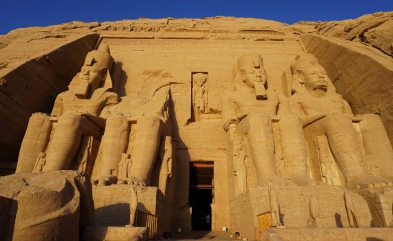 Esculturas Ramsés II en Abu Simbel