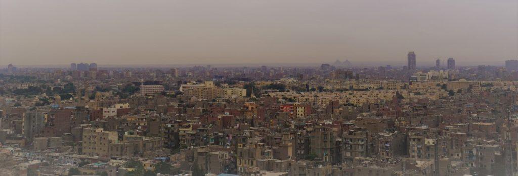 El Cairo con Pirámides de Giza al fondo